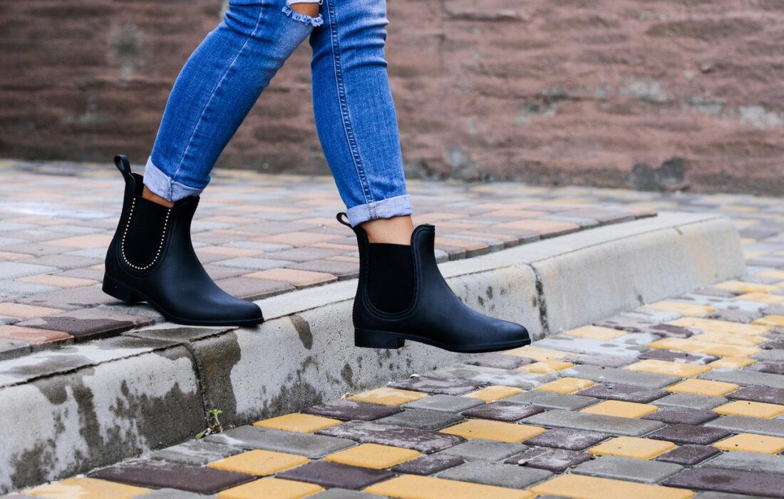 девушка в ботинках челси