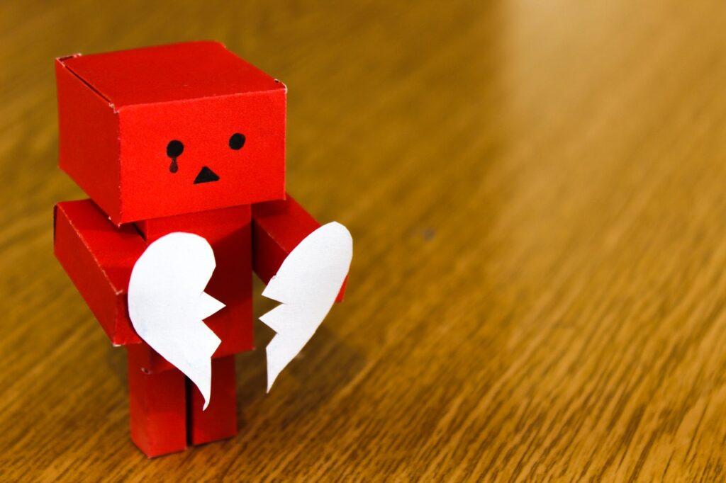 человечек с разбитым сердцем