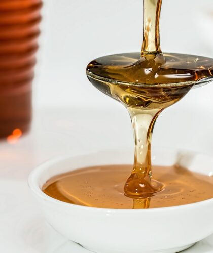 наливание меда