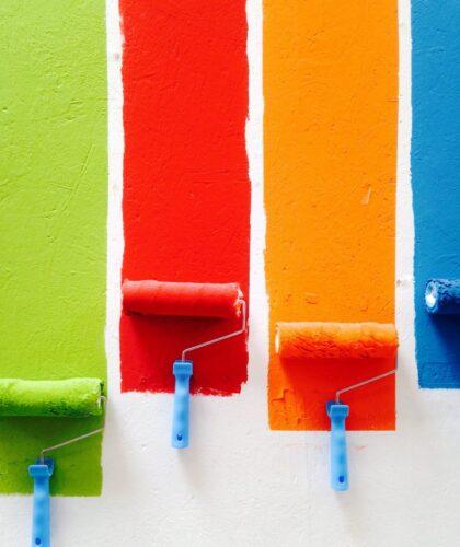 разные цвета на стене
