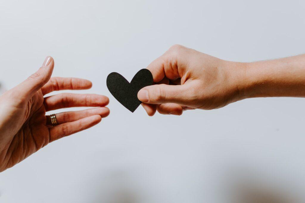 сердечко и руки