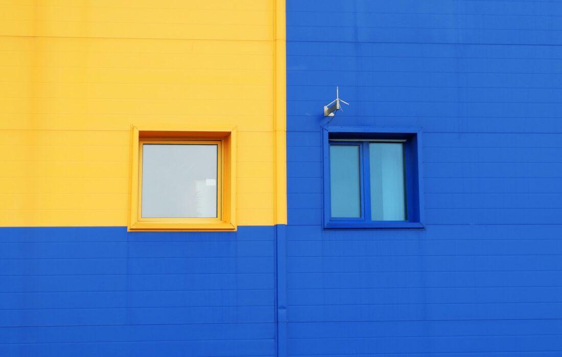 желтое и синее окно