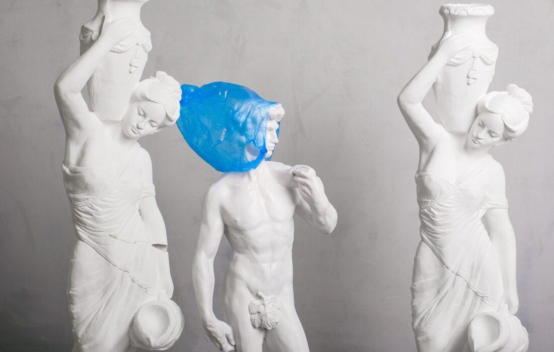 три статуи