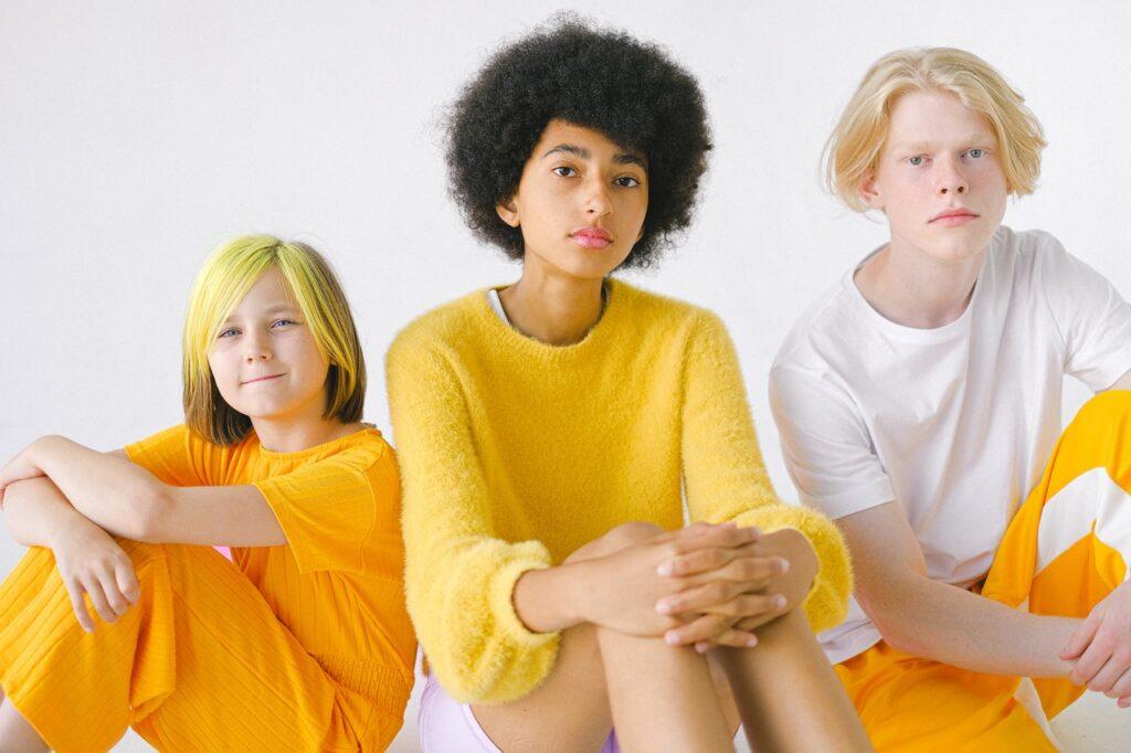 три подростка