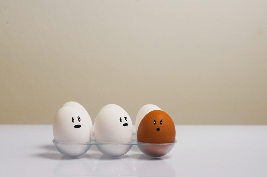 яйца с лицами