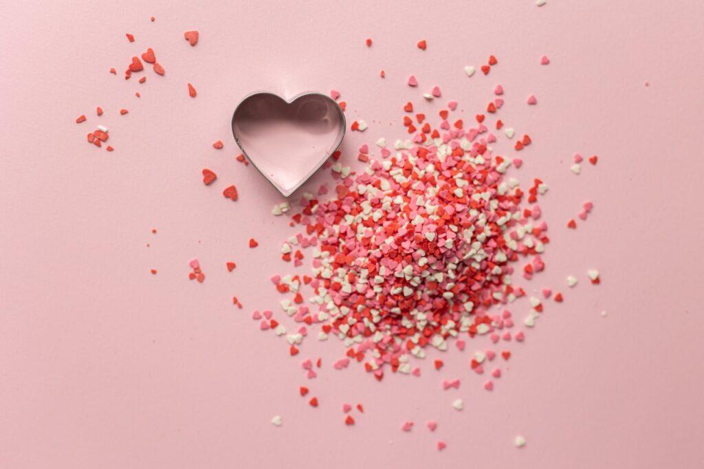 форма сердечка и много сердечек