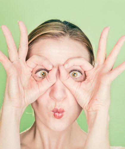девушка с большими глазами