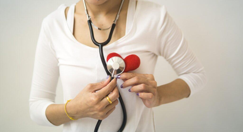 стетоскоп на сердечке