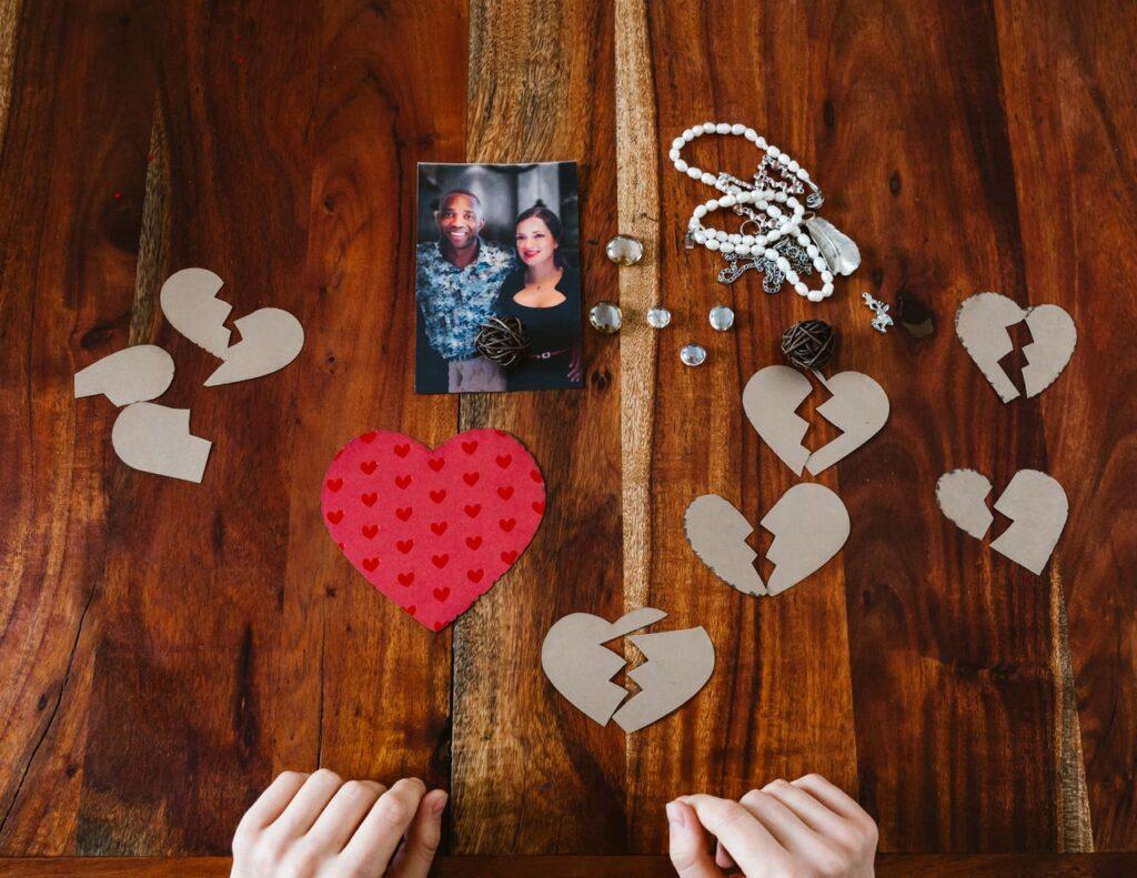 фотография и разорванные сердечки