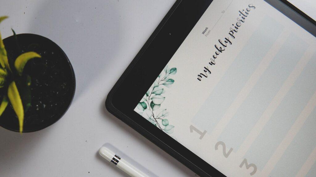 планшет с заметками