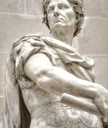статуя цезаря