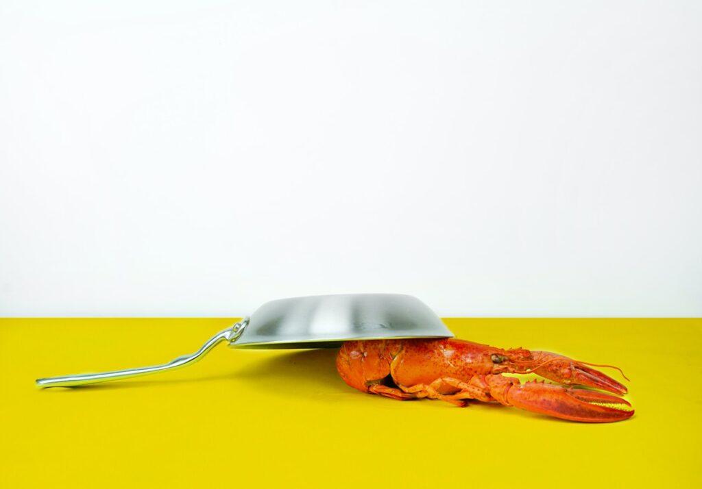 лобстер под сковородкой