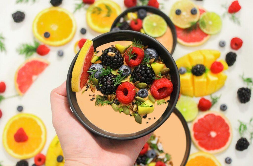 тарелочка с ягодами