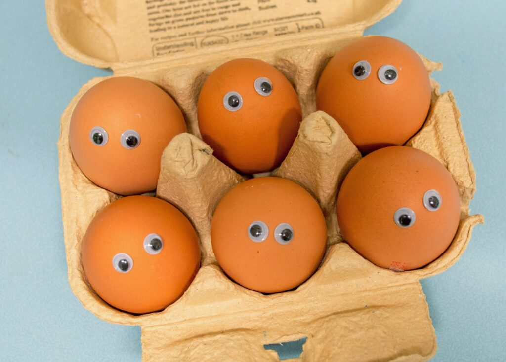 яйца в лоточке
