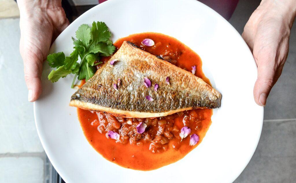блюдо с рыбой