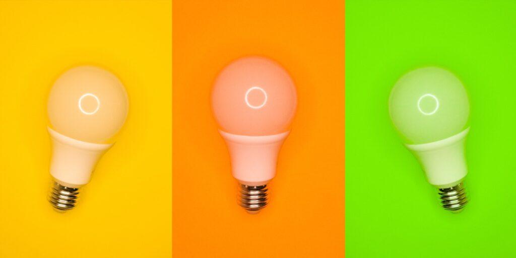 лампочки на разном фоне