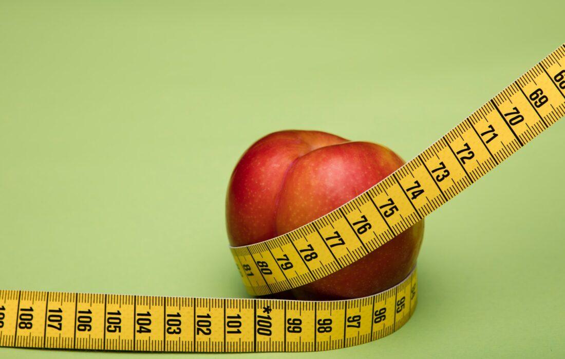 яблоко и сантиметровая лента