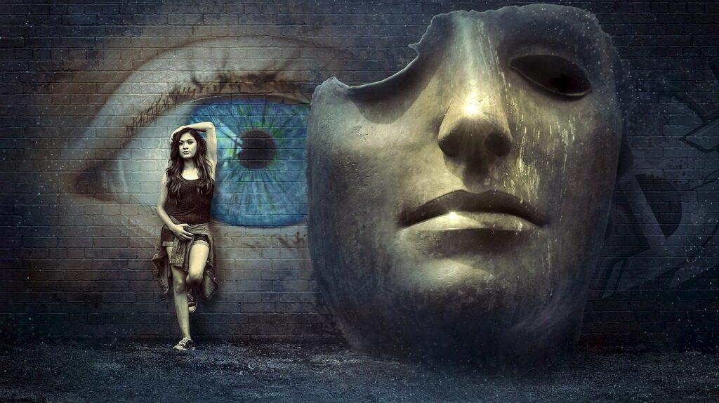 девушка на фоне глаза и маски