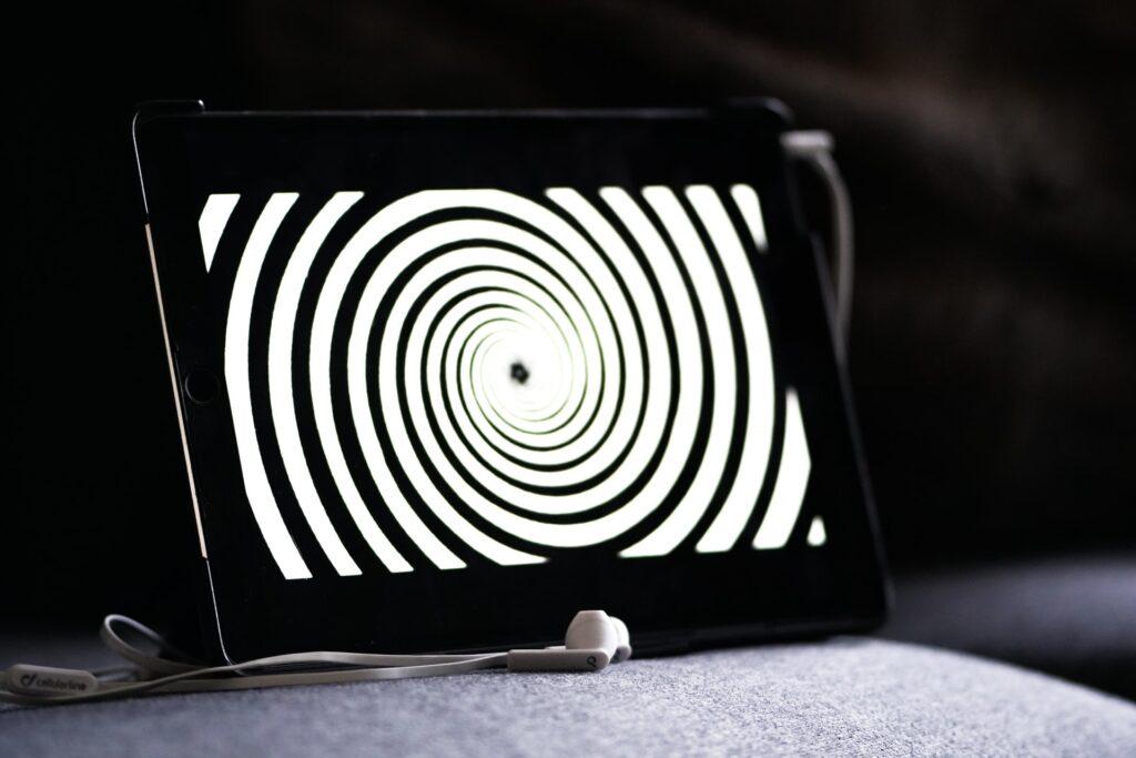 спиральный рисунок на планшете