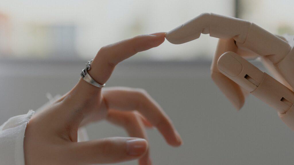 прикосновение пальцев