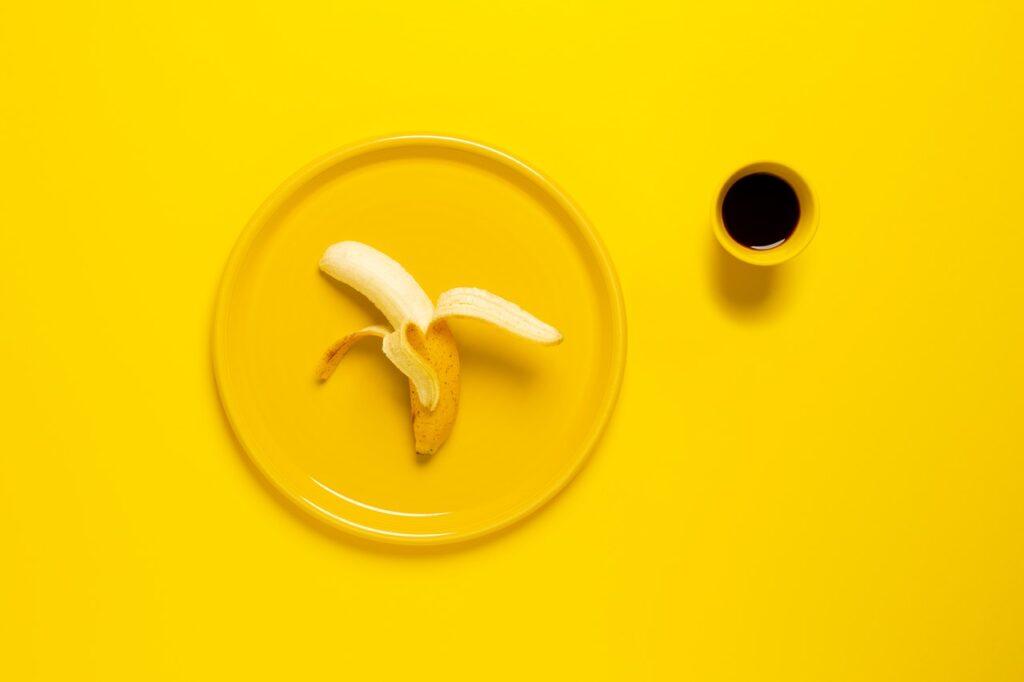 банан и кофе