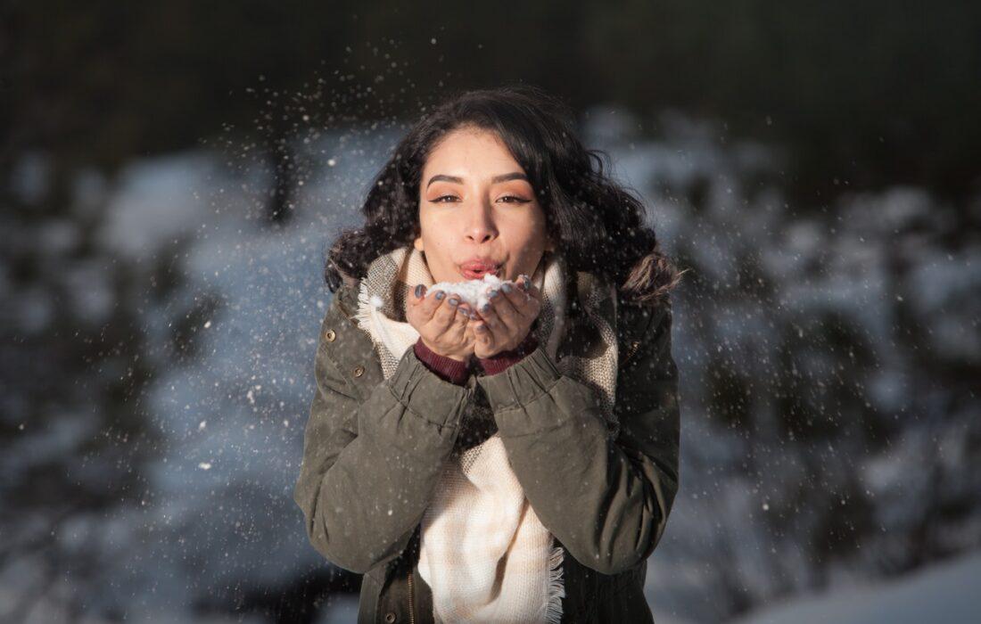 девушка со снегом