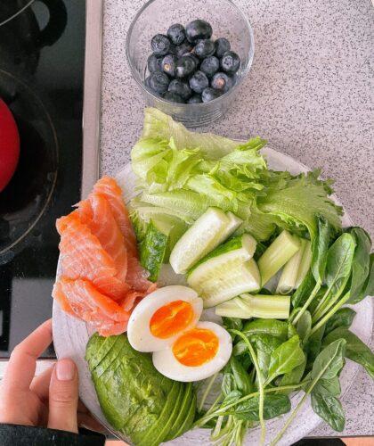 блюдо с зеленью
