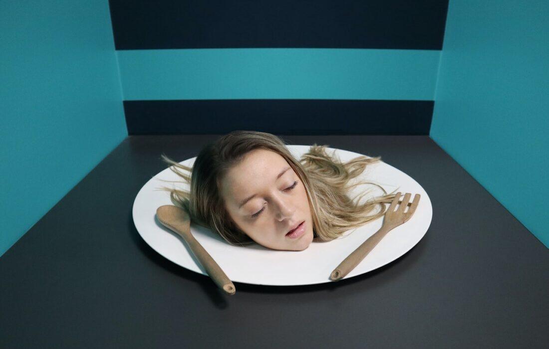 голова на тарелке