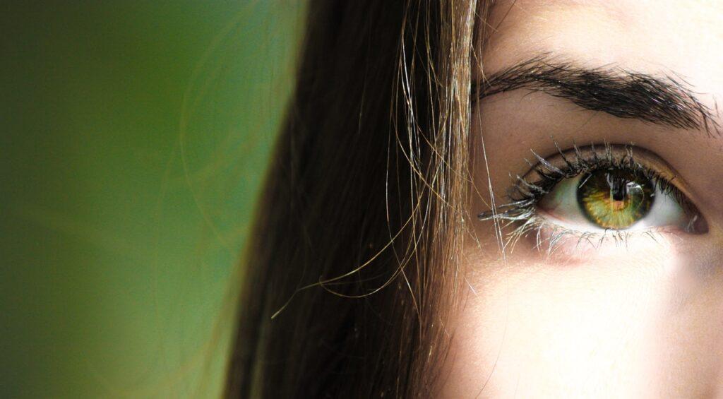 красивый глаз девушки