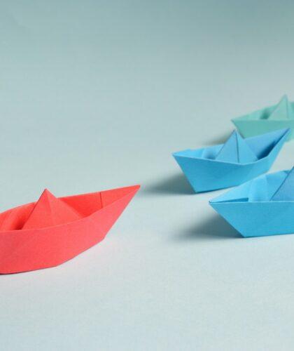 разноцветные кораблики из бумаги