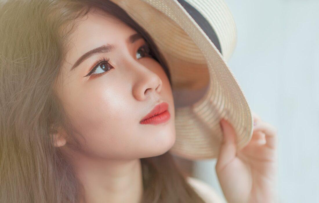 девушка со шляпкой