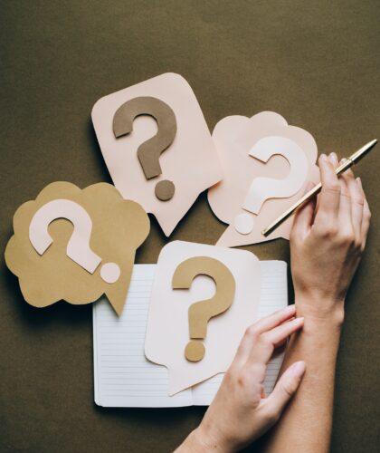 вопросики на столе