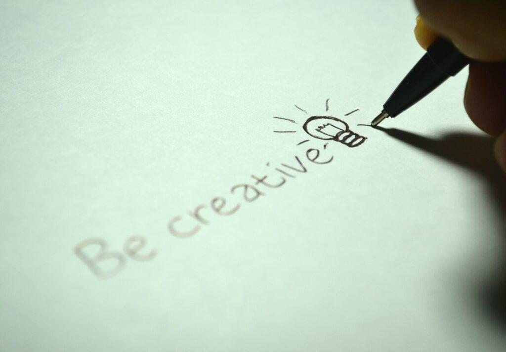 """""""будь креативным"""" надпись"""