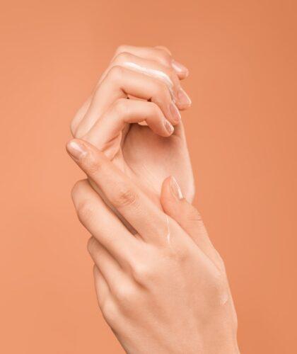 крем на руках