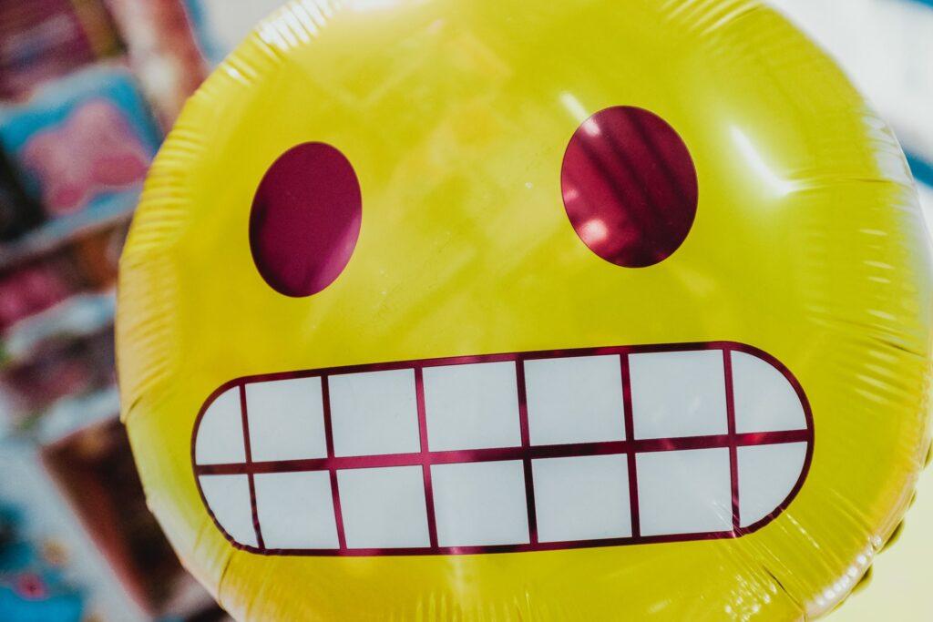 шарик со смайликом