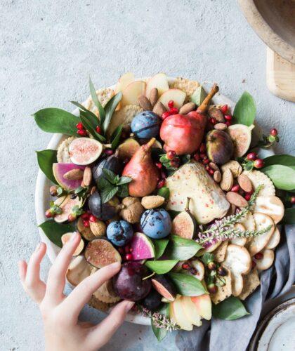 фрукты на тарелочке