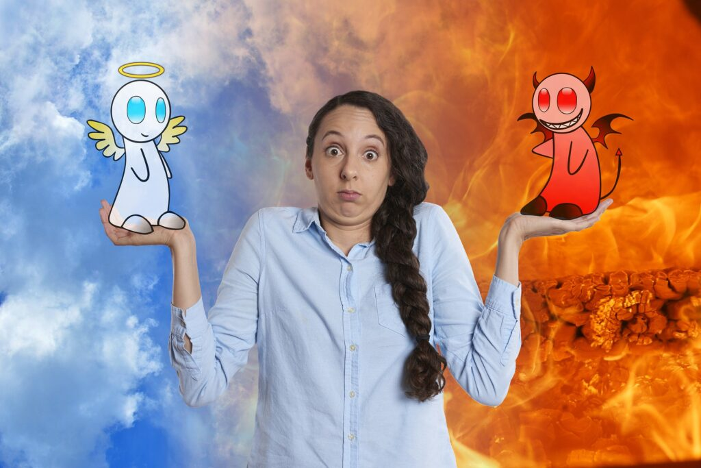 девушка с ангелом и дьяволом