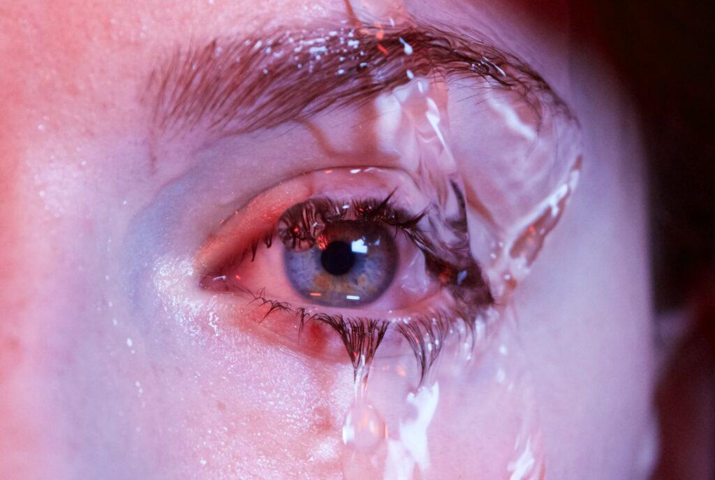 вода на глазу