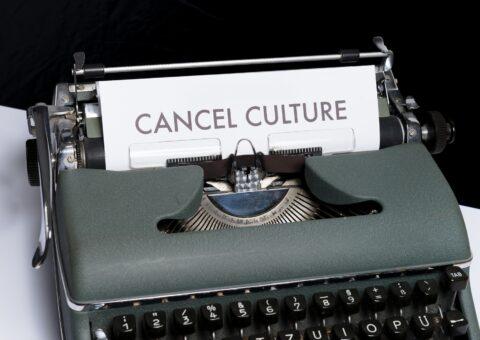 """надпись """"культура отмены"""""""