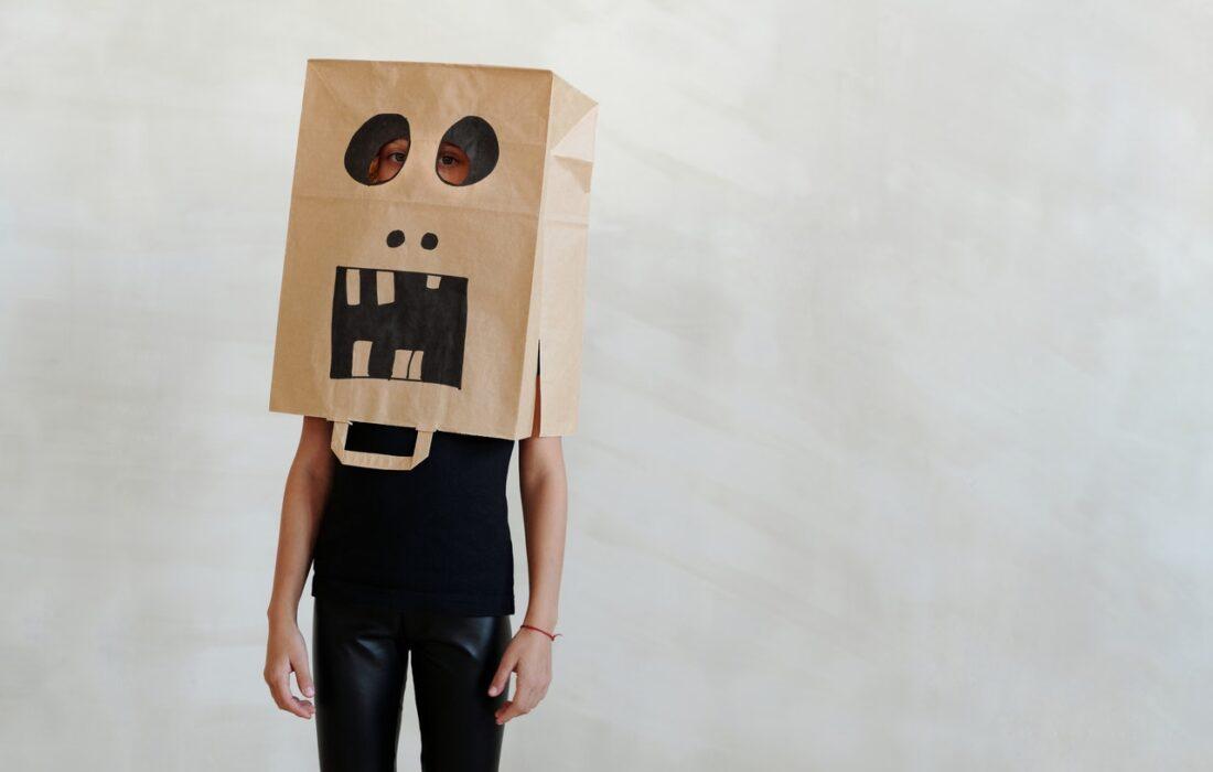 человек с пакетом на голове