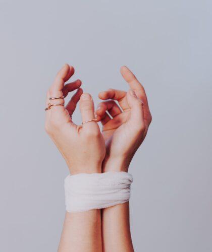 связанные руки