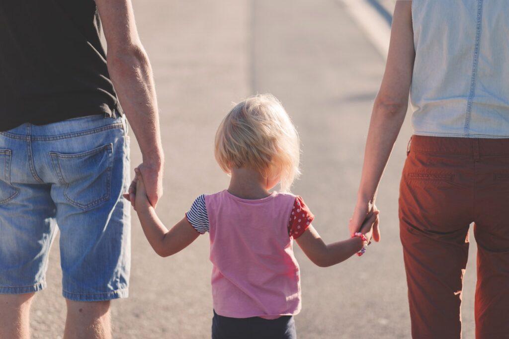 мама, папа и дочка