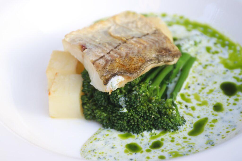 рыба и брокколи