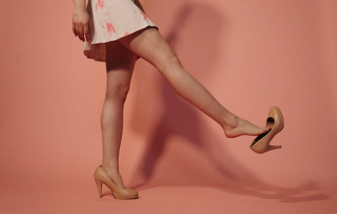 длинные ноги девушки