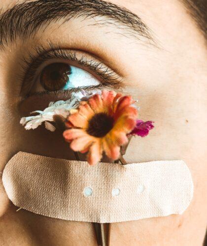 цветы на лице