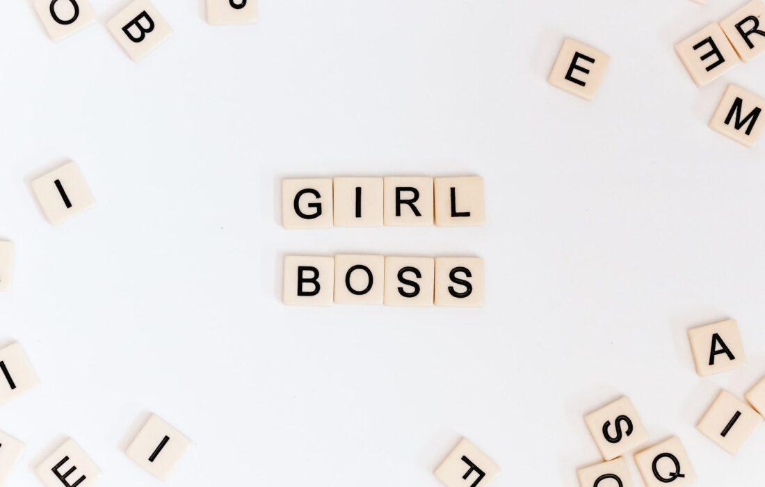 девушка-босс слово из кубиков