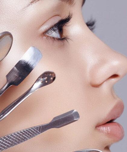 косметические ложки у лица