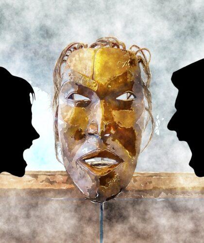 арт маски и кричащих людей