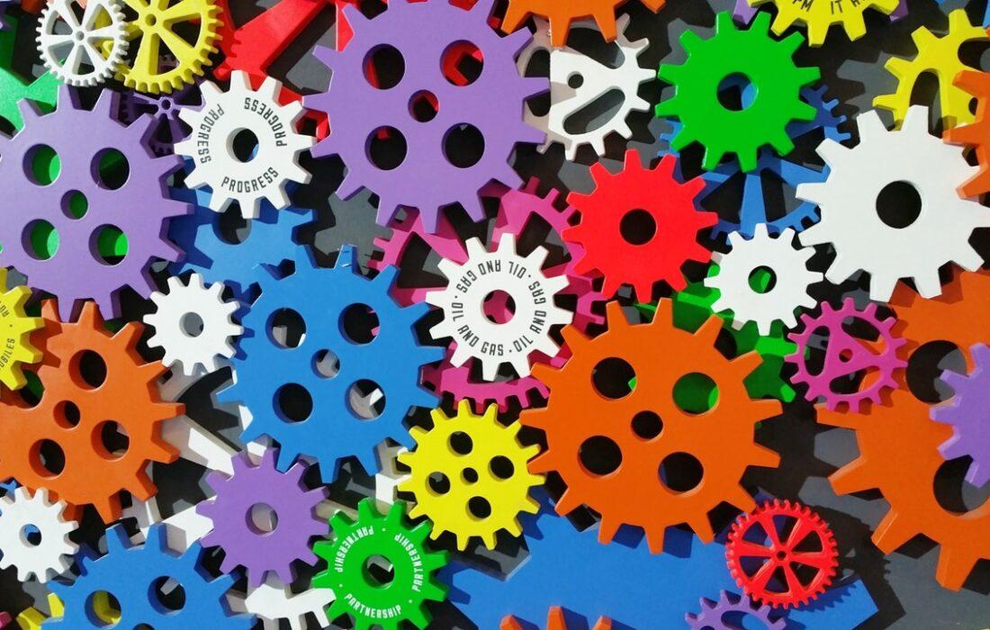 разноцветные шестеренки