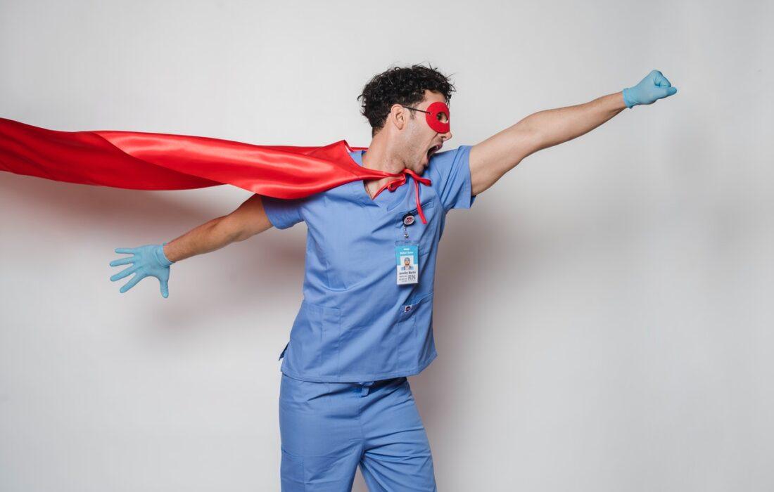 парень в костюме супермена